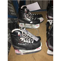 2 PAIR OF EASTON EQ50 HOCKEY SKATES: SIZE 13.5 / 11.1