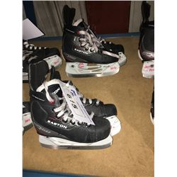 2 PAIR OF EASTON EQ50 HOCKEY SKATES: SIZE 12.6 / 12.5