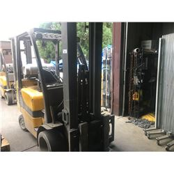 YELLOW YALE GLC060VXNVSE098 5250LBS 3 STAGE SOLID TIRE PROPANE FORKLIFT WITH HEADACHE RACK