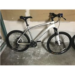 WHITE NORCO CHARGER MOUNTAIN BIKE