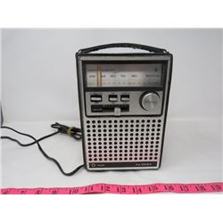 LLOYDS TRANSISTOR RADIO (AC/DC)