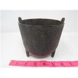 MINI 3 LEG POT (CAST IRON)