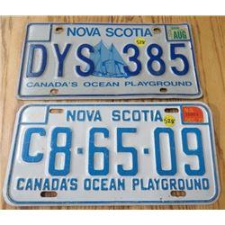 LOT OF 2 NOVA SCOTIA LICENCE PLATES (1973 & 2006)