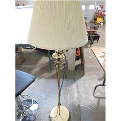 FLOOR LAMP (5 FT TALL)