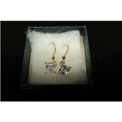 Swarovski crystal solitaire pendant dangle earrings set in gold