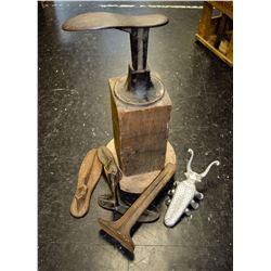 Old Shoe Cobbler Anvil & Acces.