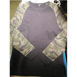 New Mens long sleeve Camo size Medium