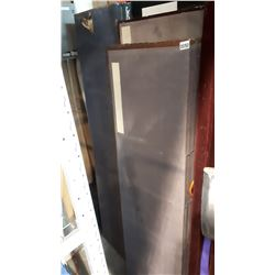 LOT OF EASTERN ROOM DIVIDERS