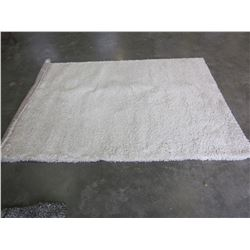 5FT WHITE SHAG AREA RUG