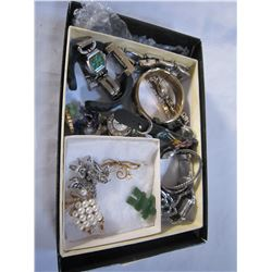 TRAY OF WATCHES AND JEWELERY