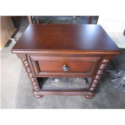 ASHLEY ENDTABLE MISSING DRAWER