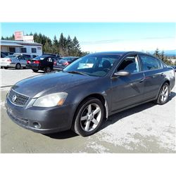 D5 --  2005 NISSON ALTIMA SE , Grey , 180428  KM's