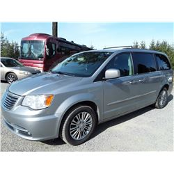 F6 --  2014 CHRYSLER TOWN & COUNTRY , Silver , 208881  KM's