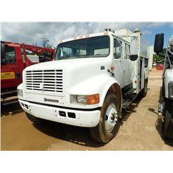 2000 INTERNATIONAL 4700 SERVICE TRUCK, VIN/SN:1HTSCAAR3YH226181 - CREW CAB, IHC DIESEL ENGINE, A/T,