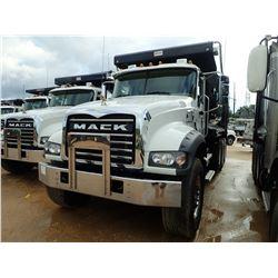 2019 MACK GR64F DUMP, VIN/SN:1M2GR4GC3KM003137 - TRI AXLE, 455 HP MACK MP8 ENGINE, MACK M-DRIVE AUTO