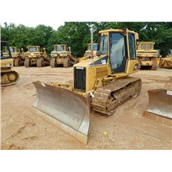 2006 CAT D5G XL CRAWLER TRACTOR, VIN/SN:WBG03405 - 6 WAY BLADE, CAB, A/C, METER READING 10,710 HOURS