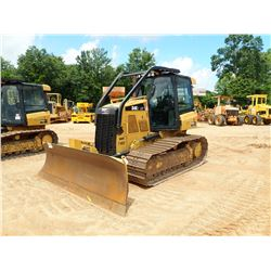 2015 CAT D4K2 LGP CRAWLER TRACTOR, VIN/SN:KRR00652 - 6 WAY BLADE, SYSTEM 1 U/C, CAB, A/C, SWEEPS, RE