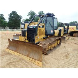 2015 CAT D3K2 LGP CRAWLER TRACTOR, VIN/SN:KLL00804 - 6 WAY BLADE, SYSTEM 1 U/C, CAB, A/C, SWEEPS, RE