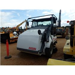 ELGIN PELICAN STREET SWEEPER, VIN/SN:7239/460 - DUAL OPERATION STATION, BROOM SYSTEM, CAB, A/C, 11R2