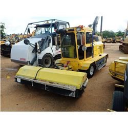2014 SUPERIOR SM80CT BROOM, VIN/SN:914208 - CAB, A/C, METER READING 912 HOURS
