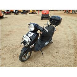 2012 GENUINE BUDDY 50 SCOOTER, VIN/SN:RFVPAP5A9C1010133 - GAS ENGINE, HELMENT BOX, ODOMETER READING