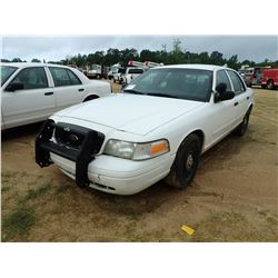 2005 FORD CROWN VICTORIA VIN/SN:2FAHP71W95X128424 - V8 GAS, A/T, ODOMETER READING 238,213 MILES (COU