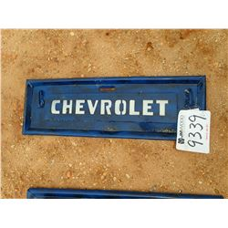 METAL CHEVROLET TAILGATE SIGN (C-6)