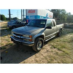 1999 CHEVROLET 2500 PICKUP, VIN/SN:1GCGK29F6XF050081 - 4X4, EXT CAB, GAS ENGINE, A/T, ODOMETER READI