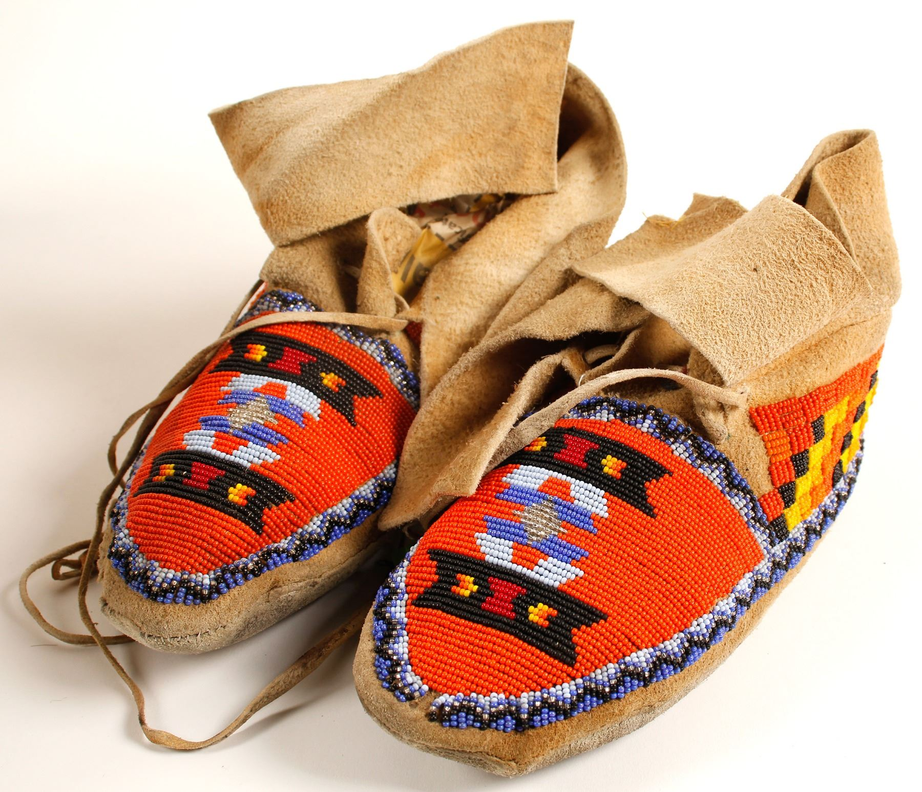 b25f0bd1d Loading zoom · Image 1 : Complex Beaded Moccasins (90623)