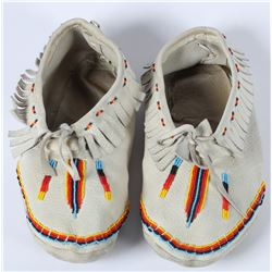 Beaded Moccasins on commercial leather  (87513)