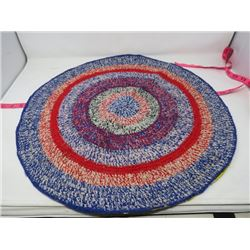 "ROUND BRAIDED RUG (22"" ACROSS)"