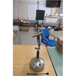 KEROSENE LAMP (W/PUMP)