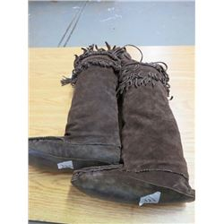 BROWN SUEDE LEATHER KNEE HIGH MUKLUKS (LEATHER FRINGES; MENS SIZE 10/11)