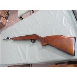 22 CALIBER GUN (LAKEFIELD) *SEMI AUTOMATIC, W/CLIP*