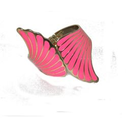 Pink Wings Hinge Gold Toned Textured Scallop Bangle Bracelet