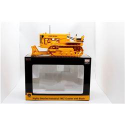 John Deere MC highly detailed crawler w/ blade 1:16 Has Box