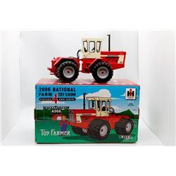 International Harvester 4366 Vintage 4  4WD Series 1:32 Has Box