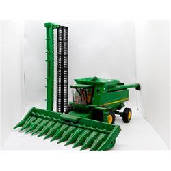John Deere 9760 combine Ertl 1:32 Has Box