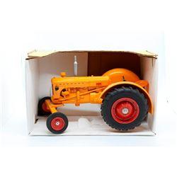 Minneapolis-Moline model U 1:16 Has Box