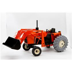 Allis Chalmers Highly Detailed 6070 tractor w/ loader 1:16 Has Box