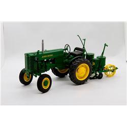 1947 John Deere model M w/ 2 row planter 1:16 Has Box
