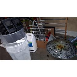 LOT OF WASTE BINS, OFFICE SUPPLIES, AND TABLE LAMP