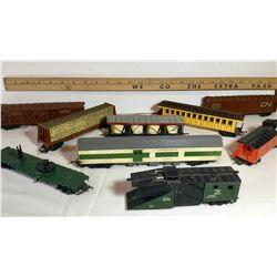 TRI ANG SET OF 9 TRAIN CARS - ENGLAND