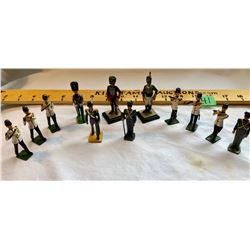 GR OF 12 TOY LEAD MILITARY BAND SOLDIERS