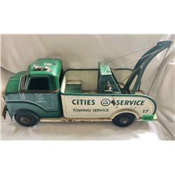 1950'S CITIES SERVICE TIN WRECKER BY MARX WITH LUMAR WHEELS - VERY GOOD