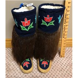 PAIR OF NATIVE MUKLUKS - HAND CRAFTED - APPROX MEN'S SZ 8
