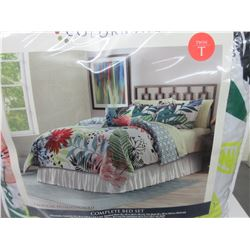 New Twin 6 piece Complete Bed Set / Comforter/ shams / sheets / pillows