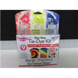 New 28 piece Tie - Dye Kit dyes up to 9 projects