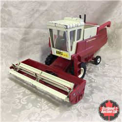"IH Hydrostatic Combine ""Steel Pickup Reel"" (Scale: 1/20)"