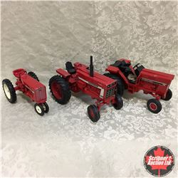 Tray Lot: IH Tractors, (Scale: 1/16)